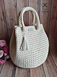 It is a very easy crochet bag project with beautiful results! This easy pattern contains detailed instructions and photo tutorial, so even beginners can Bag Crochet, Crochet Handbags, Crochet Purses, Crochet Hooks, Free Crochet, Crochet Granny, Handbag Patterns, Leather Tassel, Large Bags