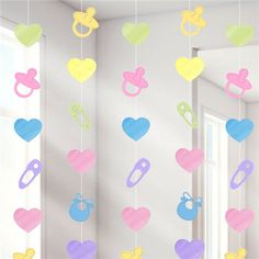 Celebrate a brand new baby by throwing a lovely baby shower for the parents-to-be. This set of hanging string decorations looks great arranged in a doorway to create a pretty curtain of baby themed items in gender neutral colours. Decoracion Baby Shower Niña, Baby Shower Invitaciones, Diy Baby Shower Decorations, Baby Decor, Baby Shower Games, Baby Boy Shower, Dibujos Baby Shower, Baby Boy Banner, Moldes Para Baby Shower