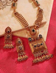 Antique Jewellery Designs, Gold Ring Designs, Gold Bangles Design, Gold Jewellery Design, Gold Jewelry, India Jewelry, Ethnic Jewelry, Jewelry Bracelets, Manubhai Jewellers
