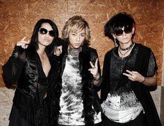 VAMPSが11月12日、ツアー<VAMPS LIVE 2015-2016 JOINT 666>の初日をZEPP TOKYOにてスタートさせた。同...
