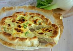 La torta salata finocchi e prosciutto è una deliziosa torta salata a base di pasta sfoglia, sfiziosa e facile, perfetta per gite, pic-nic, per una cena informale o per il pranzo al sacco.