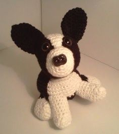 This Boston Terrier crochet pattern is available for free on the blog of Mary Walker.