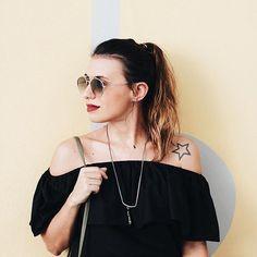 Ontem subi um post no blog sobre roupas e decisões. Quanta coisa pode mudar na nossa vida se pararmos de escolher nossas roupas? Vai lá no blog conferir essa reflexão!  www.carolburgo.com #lookdodia #ootd