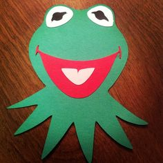 DIY step by step Kermit Invitation Tutorial - fun and easy and makes a splash of excitement with your guests for an exciting #Muppets Most Wanted Party