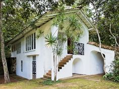 Location: Lunuganga Estate