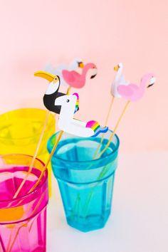 PRINTABLE POOL FLOAT DRINK STIRRERS | SHOP NOW | bespoke-bride.com | Floats Drinks, Pool Floats, Summer Diy, Summer Crafts, Fond Design, Mini Pool, Pool Party Decorations, Fruity Cocktails, Drink Stirrers