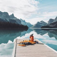 Hot drink by the lake   Maligne Lake Alberta Canada |  Johan Lolos Say Yes To Adventure