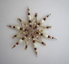 Vánoční hvězda z korálků ,,čokoláda ,, 2 ,, Vánoční hvězdička z korálků a perliček na pevné drátěné konstrukci , velikost 11 cm v barvách smetanová champagne čokoládová