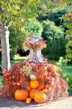 Fall Halloween, Halloween Crafts, Halloween Decorations, Autumn Crafts, Nature Crafts, Autumn Decorating, Fall Decor, Unique Flower Arrangements, Mannequin Art
