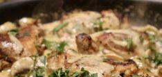 Kippendij in champignon roomsaus - Heerlijke Happen Spaghetti, Meat, Chicken, Food, Red Peppers, Meal, Eten, Meals, Noodle