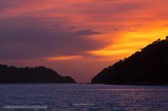 Sunset at yacht between two islands       XOKA7009bs Больше фото, рассказов и видео из наших путешествий по земле и на яхте на форуме  forum.linvoyage.com