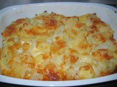 Das perfekte Deftiger Auflauf-Rezept mit Bild und einfacher Schritt-für-Schritt-Anleitung: Die Kartoffeln schälen und im Salzwasser 20 Minuten kochen…