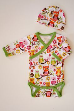 Whooos going to look the cutest in this owl kimono onesie? Hopefully your little baby!    This kimono style baby onesie, and hat set is an original pattern, handmade from 100% cotton jersey knit and available exclusively from Zaaberry. The fabric is very soft and trimmed with a beautiful lime green ribbing.    This set is sized just right for your newborn and is the perfect outfit to take your little baby home in. The crossover style of the onesie makes it easy to get on and off and the…