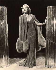 Ann Sothern this.the glamour! Vintage Glamour, Vintage Fur, Vintage Mode, Vintage Beauty, Vintage Purses, 1920s Glamour, Hollywood Fashion, Mode Hollywood, Hollywood Actresses
