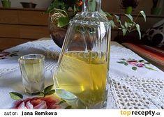 Zázvorovice recept - TopRecepty.cz Beverages, Drinks, Vodka, Glass Vase, Food And Drink, Med, Bottle, Lemon, Alcohol