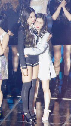 Irene x Jennie Jenny Kim, Jennie Kim Blackpink, Kpop Girl Groups, Korean Girl Groups, Kpop Girls, Black Pink Kpop, Park Sooyoung, Red Velvet Irene, Red Velvet Seulgi