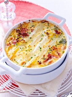 White asparagus bake recipe DELICIOUS - Our popular recipe for white asparagus casserole and over other free recipes LECKER. Baked Asparagus, Asparagus Recipe, Lacto Vegetarian Diet, Vegetarian Recipes, Tartiflette Recipe, Asparagus Casserole, Law Carb, Low Carb Recipes, Cooking Recipes