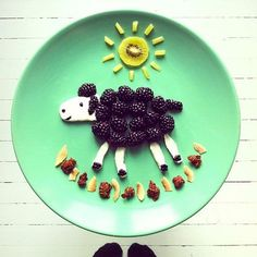 50+ Kids Food Art Lunches - Blackberry Sheep