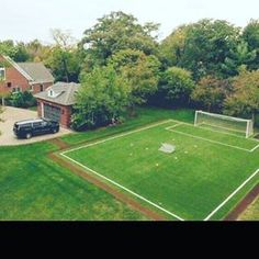 Who wants to come play in my dream yard? Football Pitch, Football Soccer, Football Field, Soccer Memes, Soccer Drills, Soccer Quotes, Dream Home Design, My Dream Home, Backyard Sports