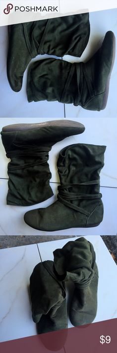 Olive green slouch booties,REPORT, 8.5 Peter Pan😂 Olive green slouch booties,REPORT, 8.5 Kinda like Peter Pan😂 vibes. 💚👌🏿Very good condition! Report Shoes Ankle Boots & Booties