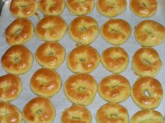 Κουλουρια σμυρνεικα – tselemedes.gr Biscuits, Peach, Candy, Apple, Food And Drink, Baking, Fruit, Greek, Drinks