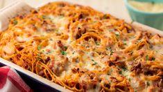 Easy baked spaghetti recipe - how to make baked spaghetti casserole Easy Baked Spaghetti, Baked Cream Cheese Spaghetti, Baked Spaghetti Casserole, Spaghetti Noodles, Spaghetti Squash, Spaghetti Bake Recipe Easy, Baked Spaghetti Recipes, Cheesy Spaghetti, Spaghetti Dinner