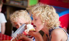 Lekker smullen van de verse wafels die de kids bakken samen met boerin Hendrika op FarmCamps 't Oortjeshek.  Hooi Hooi! Kids, Young Children, Boys, Children, Boy Babies, Child, Kids Part, Kid, Babies
