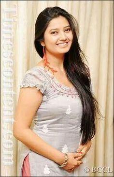 Beautiful Girl Indian, Beautiful Indian Actress, Hot Actresses, Indian Actresses, Saree Look, India Beauty, Beauty Women, Glamour, Long Hair Styles