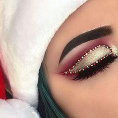 ''Tis the Season look #holidaymakeup#holidayglam#jinglebells#eyeshadow#eyeglam#eyelashextension#eyebrowsonfleek#holidayseason#holidayfun#eyeglam#glamour#slay#mua#makeupguru#makeuplover#beautytips#beautyful#beautyinspo#beautyblogger#makeupinspo#christmasmakeup