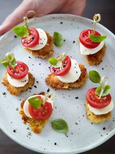 This delicious mini summer chicken caprese bites recipe is the perfect canapé recipe to serve this summer. With delicious mozzarella this appetiser recipe will be loved by all. Canapes Recipes, Appetizer Recipes, Carrot And Coriander Soup, Summer Chicken, Healthy Snacks, Healthy Recipes, Caprese Chicken, Chicken Bites, Feeding A Crowd