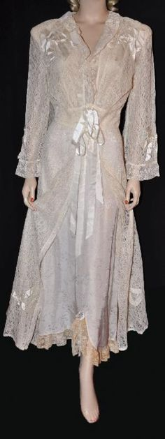 1940's Peignor Set. Vintage Nightgown, Vintage Gowns, Vintage Ladies, Vintage Outfits, Old School Fashion, 1940s Fashion, Vintage Fashion, Vintage Underwear, Vintage Lingerie