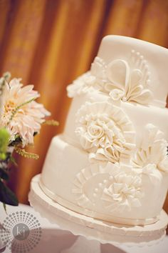 Simple yet Stunning Wedding Cake