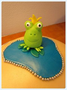 My funny looking fondant frog :P