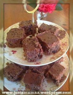 Grandmas Chocolate Slice Kiwi Recipes, Sweet Recipes, Baking Recipes, Cookie Recipes, No Bake Treats, Yummy Treats, Sweet Treats, Yummy Food, Chocolate Slice