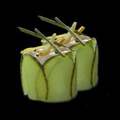 Serek mascarpone na ryżu w plastrach ze świeżego ogórka, ze skórką z cytryny i szczypiorkiem/ mascarpone cheese over rice with fresh sliced cucumber, unpeeled lemon and chives Mascarpone Cheese, Sashimi, Adventurer, Fruits And Vegetables, Cucumber, Seafood, Lemon, Rolls, Fresh