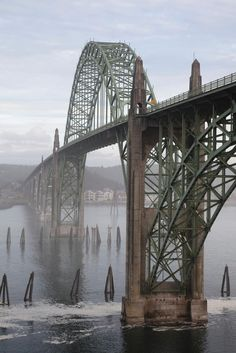 Boy's body found after woman reports throwing 6-year-old son off Oregon's Yaquina Bay Bridge - NEW YORK DAILY NEWS #US, #Crime