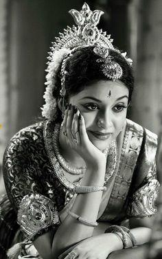 Keerthy Suresh denies acting in Jayalalithaa biopic Actress Pics, Tamil Actress Photos, Indian Film Actress, Indian Actresses, Most Beautiful Indian Actress, Beautiful Actresses, Indian Photoshoot, Vintage India, Vintage Bollywood