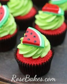 Watermelon Cake and Watermelon Cupcakes ) ) Watermelon Cupcake (use Red Velvet cake mix & green cream cheese frosting, green sprinkles). Use red dyed cream cheese filling with chocolate chips as 'seeds'. Love Cupcakes, Yummy Cupcakes, Birthday Cupcakes, Green Cupcakes, Cupcakes With Fondant, Fruit Cupcakes, Cupcakes Design, Decorated Cupcakes, Lemon Cupcakes