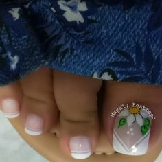 Francés❤💅🏼❤ Pedicure Nail Art, Pedicure Designs, Toe Nail Designs, Fall Nail Designs, Toe Nail Color, Toe Nail Art, Nail Colors, Cute Toe Nails, Love Nails