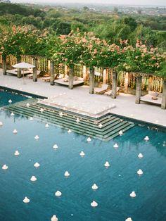 Como decorar uma piscina para o seu casamento