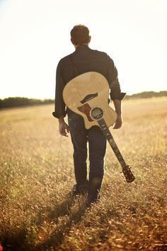 New Photography Poses For Men With Guitar Ideas Photography Senior Pictures, Guitar Photography, Photography Poses For Men, Senior Photos, Amazing Photography, Friend Photography, Family Photography, Portrait Photography, Guitar Guy