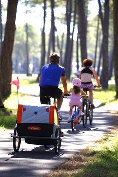 Vélo en famille sur la piste cyclable