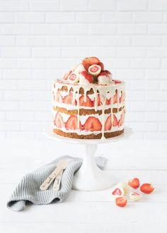 ... strawberry blondie cake ...