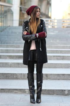 Black and cranberry street style Trendy Taste, Looks Style, My Style, Fashion For Petite Women, Vestidos Sexy, Winter Stil, Casual Winter, Street Style, Mode Outfits