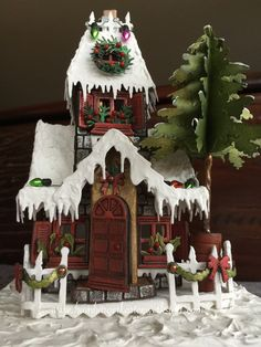 Bei all den Vorbereitungen für die Weihnachtszeit und der Weihnachtskartenproduktion war es schön einmal eine Auszeit zu nehmen und der Fantasie freien Lauf zu lassen. Früher habe ich Lebkuchenhäus…