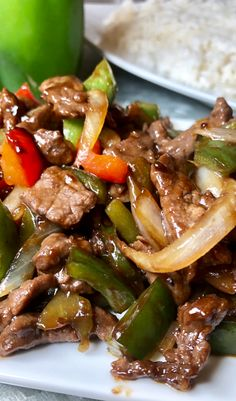 This Pepper Steak is the perfect amount of sweet and salty ... not to mention it's soo easy! Serve over a fresh bed of Rice! Meat Recipes, Asian Recipes, Dinner Recipes, Cooking Recipes, Healthy Recipes, Chinese Recipes, Recipes With Beef Steak, Chinese Food, Salads