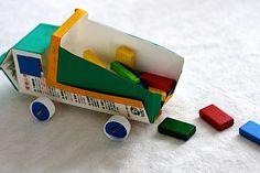 Cómo hacer un auto de juguete usando materiales reciclables
