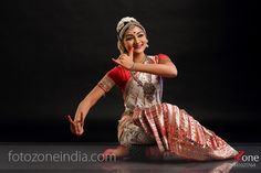 Fabulous Classical Dance Photography - FotoZone - Professional Wedding and Portrait Photographers Isadora Duncan, Dance Photography Poses, Dance Poses, Dancing Drawings, Indian Classical Dance, Sitting Poses, Bride Poses, Dance Fashion, Girl Photo Poses
