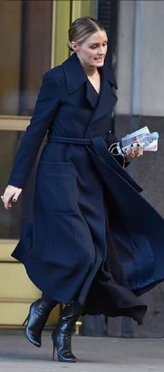 Olivia Palermo: Coat – Max Mara Shoes – Jimmy Choo