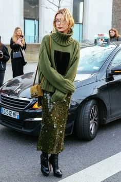 sequins break bordem- street style photos from Paris Fashion Week. Fashion Weeks, Fashion Outfits, Womens Fashion, Fashion Trends, Bar Outfits, Vegas Outfits, Woman Outfits, Club Outfits, Street Style